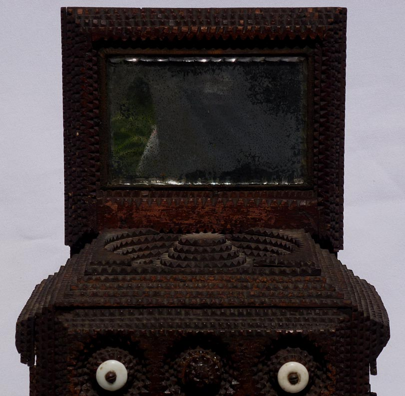 'Closeup' from the web at 'http://www.folkartisans.com/pages/../images12/ctwk_cl1.jpg'