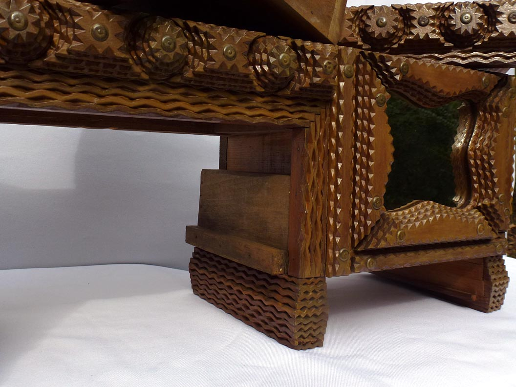 'Detail, with drawers removed' from the web at 'http://www.folkartisans.com/pages/../images13/ccco_open_cl.jpg'